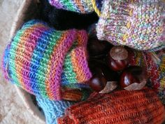 things to do with conkers Conkers, Fall Crafts, Fingerless Gloves, Arm Warmers, Knitted Hats, Things To Do, Knitting, Lounge, Autumn