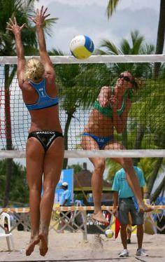 Female Beach Volleyball Players Volleyball Pictures, Beach Volleyball, Woman Beach, Beach Babe, Kids Sports, Sports Women, Female Volleyball Players, Athletic Women, A Team