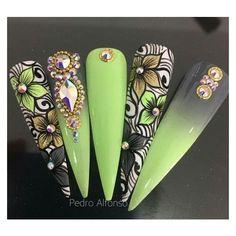 nailart on pinterst Lace Nails, Bling Nails, Flower Nails, Cute Acrylic Nails, Acrylic Nail Designs, Nail Art Designs, Elegant Nails, Stylish Nails, Gorgeous Nails