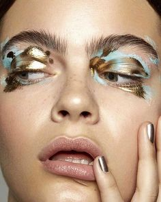 """""""Midas Touch"""" is a macro beauty story submitted by RA community makeup artist for our Saturday inspiration.⠀ Photo: Model: of Beauty: Publication: Brands: Studio: ⠀ Dramatic Eye Makeup, Dramatic Eyes, Make Up Looks, Kiss Makeup, Makeup Art, Fox Makeup, Witch Makeup, Makeup Inspo, Makeup Inspiration"""
