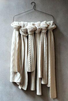 yksinkertainen huivien esilleleitto / simple scarf display