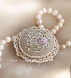 """Embroidered brooch / Купить Вышитая брошь """"Эмили"""" - бежевый, белый, кремовый…"""