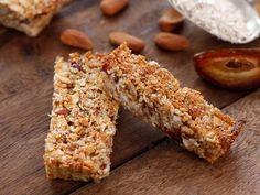 מתכון לחטיף בריאות שמכינים לבד, עם שיבולת שועל, אגוזים ופירות יבשים. חטיף הגרנולה הכי טעים, בריא ומזין שיש - פי אלף מאלה שקונים
