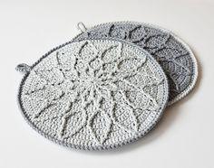 Ravelry: Minimalist Cabled Mandala pattern by Tatsiana Kupryianchyk