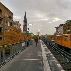 Moody days  #berlin #autumn #autumn_colors #fall #fall_colors #leaves #architecture #architecturelovers #berlino #kreuzberg #building #ubahn #travel #commuting #lines #vanishingpoint #discover #discoverberlin #berlinbreeze #mobile #htc10 #igerberlin #igersdeutschland #igersberlin #simplyberlin #moodygrams