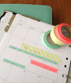 スケジュール帳に予定を書き込む前にマスキングテープをペタリ。仕事、プライベートなどでテープを変えるとわかりやすいし、かわいい!キャンセルになったらテープをはがせばいいのでスマートです。