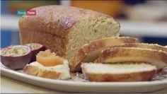 COME FARE IL PAN BRIOCHES DI BENEDETTA PARODI:25g lievito birra-150 ml latte-3 uova-100g burro-50g zucchero-Sale-500g farina-1 uovo Sciogliere il lievito nel latte e mescolarlo alle uova, aggiungendo anche il burro fuso, lo zucchero e il sale. Infine, incorporare la farina. Impastare il pan brioche e farlo lievitare per un'ora.Trasferirlo nella teglia imburrata e infarinata e farlo lievitare per un'altra ora. Spennellare con l'uovo e cuocere a 180 gradi in forno ventilato per 30-35 minuti.