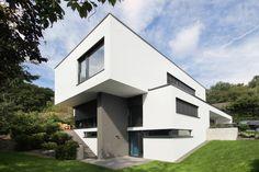 Neubau Architektenhaus : Moderne Häuser von FLOW.Generalunternehmer