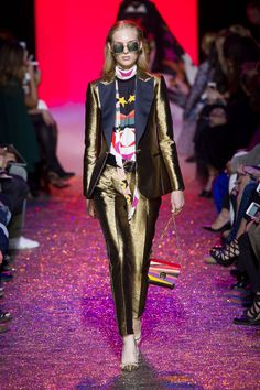 Elie Saab at Paris Fashion Week Spring 2017 - Runway Photos Fashion 2017, Fashion News, Fashion Show, Paris Fashion, High Fashion, Valentino Designer, Elie Saab Spring, Fashion And Beauty Tips, Studio 54