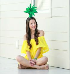Super simple $3 pineapple Halloween costume idea   Easy DIY Halloween costume   DIY Pineapple Topper   DIY Pineapple Costume by fashion blogger Stephanie Ziajka from Diary of a Debutante Pineapple Halloween Costume Ideas, Pineapple Costume Diy, Tree Halloween Costume, Halloween Costumes For Teens, Halloween 2017, Up Costumes, Costumes For Women, Yellow Costume, Cute Pineapple