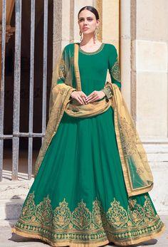 Looking to buy Anarkali online? ✓ Buy the latest designer Anarkali suits at Lashkaraa, with a variety of long Anarkali suits, party wear & Anarkali dresses! Trajes Anarkali, Robe Anarkali, Costumes Anarkali, Silk Anarkali Suits, Lehenga Choli, Salwar Suits, Indian Anarkali, Eid Dresses, Indian Dresses