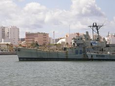 Picture from the Ocean Patrol P1147 NRP Zambeze (45 x 8 meters) and Corvette F489 NRP Oliveira e Carmo (85 x 12 meters).