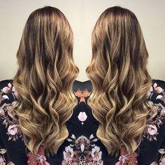 Can't get enough blonde!!! ☀️#balayage #blondebalayage #redkenobsessed #notaboxedblonde #blondebombshell #olaplex #pnw #ellemariekassi #ellemariehairstudio @jordannajwebb