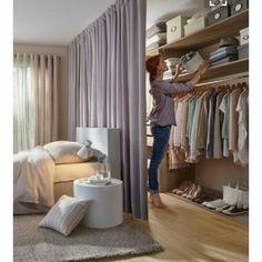 Modelos de Closet atrás da cama com divisória de cortina - - Room Decor Bedroom, Home Bedroom, Master Bedroom, Bedroom Furniture, Teen Bedroom, Furniture Layout, Furniture Ideas, No Closet Bedroom, Bedroom Wardrobe