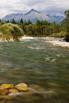 Tatry v pozadí a rieka Belá