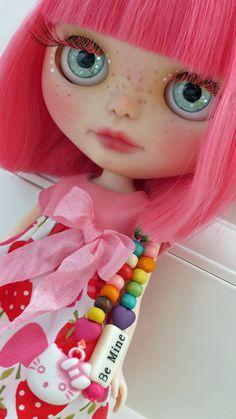What a cutie pieCandy OOAK Custom Blythe Doll sur mesure par un par ADorkyEmu