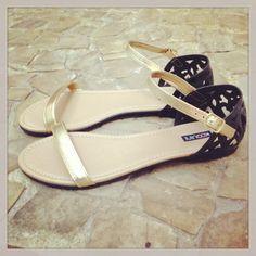 Bom Dia Koquinas! Que tal andar quase descalça e não perder o charme? #koquini #sapatilhas #euquero #sandalias #rasteiras Compre a sua aqui: http://koqu.in/1bSF82g