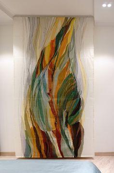 Текстильное панно на манер римской шторы поднимается вверх, открывая экран ЖК панели. Материал: органза, шифон (100% полиэстэр), графика - нити (шерсть, акрил) Принимаем заказы на декорирование помещений авторским текстилем YAGA.