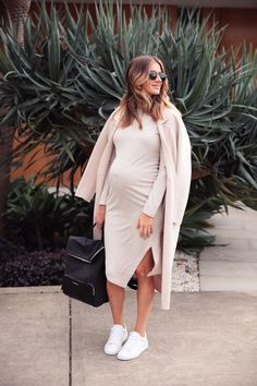 56 shoes ideas for pregnant women that make you trendy women& outfits pregnant . - 56 shoes ideas for pregnant women that make you trendy women& outfits pregnant clothes - Cute Maternity Outfits, Stylish Maternity, Maternity Wear, Maternity Fashion, Maternity Street Styles, Summer Maternity, Maternity Swimwear, Maternity Shops, Pregnacy Fashion