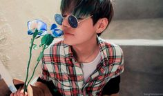Find images and videos about kpop, bts and jungkook on We Heart It - the app to get lost in what you love. Hoseok, Namjoon, Kim Taehyung, Taehyung Gucci, Daegu, Foto Bts, Bts Photo, K Pop, Taekook