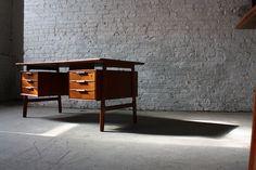 Gunni Omann Danish Modern Teak Floating Top Desk (Omann Junn Mobelfabrik, Denmark, 1950's)