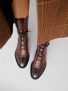 Handcrafted Leather Shoes & Bags with Strong Charismatic Personality! Unique Style, Uncompromising Comfort and Outstanding Quality – these are Three Fundamental Principles the Brand Stands For. Leather Brogues, Leather Shoes, Biker Boots, Riding Boots, Leather And Lace, Brown Leather, Look Fashion, Fashion Shoes, Shoe Boots