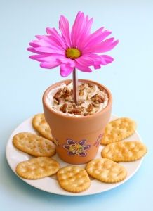 Mother's Day Cheese & Crackers Flower Pot - Celebrate Mom's special day with this cute appetizer. Just fill the foil-lined flower pot with herb-cream-cheese spread, top it with a flower and add crackers for a yummy surprise