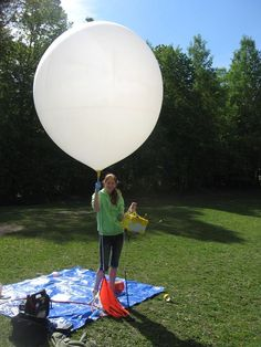 near space weather balloon projects is one of my favorites that we have done in my classroom School Projects, Projects For Kids, Diy Projects, Ballon Diy, Weather Balloon, Weather Instruments, Weather Radio, Arduino Projects, Ham Radio