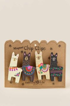 cute llama clips for bags and party favors! Alpacas, Alpaca Illustration, Clay Crafts, Diy And Crafts, Choses Cool, Llama Gifts, Deco Nature, Cute Pins, Pin And Patches