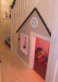 Encore une maisonette sous l'escalier