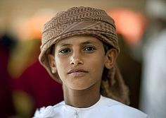 Beduin boy with turban, Sinaw, Oman (Eric Lafforgue) Tags: 7547 oman arabia arabie penisulearabique arabianpeninsula traveldestination sina sinaw sultanat sultanate bedouin tunique dishdasha portrait omanais omani turban closeup bedu om omaan omn omna omanas omo umn umman