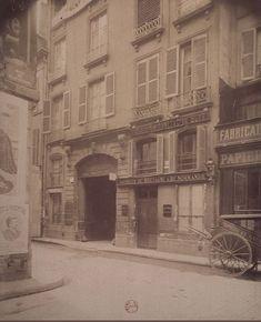 Le n° 3 de la rue des Déchargeurs (un hôtel du 18e siècle), photographié par Eugène Atget en mars 1908.