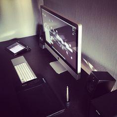 Apple - Mac - iMac - iPad my idea of heaven Workspace Design, Office Workspace, Apple Mac, Apple Iphone, Iphone 4s, Workspace Inspiration, Design Inspiration, Room Inspiration, App Development