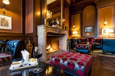 The fireplace invites for delicious drinks in a cosy atmosphere! Shortbread, Yummy Drinks, Invites, Restaurant, Home Decor, Gourmet, King, Homemade Home Decor, Diner Restaurant