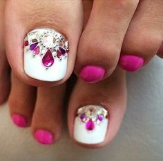 New french pedicure designs toes summer Ideas Pretty Toe Nails, Cute Toe Nails, Pretty Pedicures, Pretty Toes, Pedicure Nail Art, Toe Nail Art, Pedicure Ideas, White Pedicure, Flower Pedicure Designs