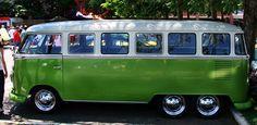 6 Wheeler, 17 Window, Trippy VW Kombi Bus .@Jorge Martinez Cavalcante (JORGENCA)