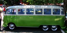 6 Wheeler, 17 Window, Trippy VW Kombi Bus