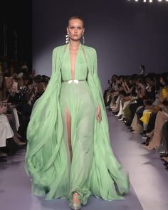 Georges Hobeika Look Spring Summer 2020 Haute Couture Collection. - Soft Mint Slit Evening Maxi Dress / Evening Gown with a Train. Georges Hobeika, Couture Dresses, Fashion Dresses, Fashion Show Themes, Catwalk Fashion, Denim And Lace, Haute Couture Fashion, Couture Collection, Beautiful Gowns