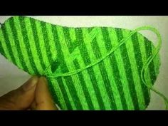 Puntada Fantasia Zig Zag Facil - YouTube Fingerless Gloves, Arm Warmers, Embroidery Stitches, Needlework, Diy And Crafts, Cony Rico, Videos, Sewing, Youtube