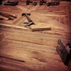 #Bordplate under arbeid. #elskerdet #gamlematerialer #gjenbruk #interiør #drivved #drivvedland #håndlagetavoss #barefordeg www.drivved.no