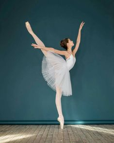 Meaning of the dream in which you see the Ballet. Detailed description about dream Ballet. Art Ballet, Ballet Dancers, Ballerinas, Ballet Dancer Tattoo, Dancer Drawing, Ballet Pictures, Dance Pictures, Dance Like No One Is Watching, Just Dance