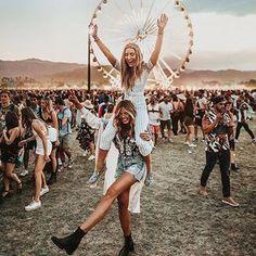 New Music Festival Fashion Boho Coachella Friends Ideas Festival Looks, Festival Style, Festival Mode, Music Festival Fashion, Fashion Music, 90s Fashion, Festival Wear, Street Fashion, Gypsy Fashion