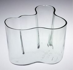 Savoy Vase, Alvar Aalto manufactured by Karhula Lasitehtaalla, Karhula, Finland, Museum no. A classic. Clear Glass, Glass Art, V & A Museum, Alvar Aalto, Glass Ceramic, Victoria And Albert Museum, Natural World, Colored Glass, Finland