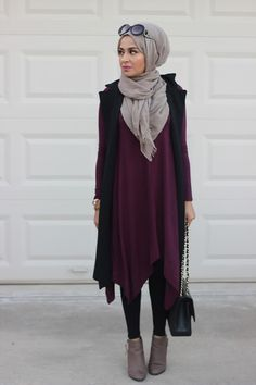 One of my absolutely favourites: dark plum dress, black coat and grey hijab. Muslim Women Fashion, Islamic Fashion, Modest Fashion, Fashion Outfits, Hijab Casual, Hijab Chic, Hijab Outfit, Conservative Fashion, Vetement Fashion