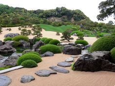 Adachi Museum of Art was chosen as the best Japanese garden in the 2014 Shiosai Rankings/ White Gravel and Pine Garden