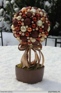 Bildergebnis für drzewko z kul styropianowych Holiday Wreaths, Holiday Crafts, Christmas Decorations, Holiday Decor, Christmas Time, Xmas, Christmas Ideas, Ornament Wreath, Ornaments