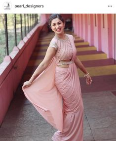 Haute spot for Indian Outfits. Sari Blouse Designs, Designer Blouse Patterns, Indian Attire, Indian Outfits, Saris Indios, Saree Jackets, Drape Sarees, Modern Saree, Stylish Blouse Design