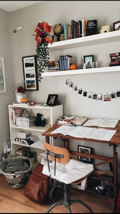 √ 42 Free DIY Bedroom Desk Ideas You Can Make Today. Bedroom Desk With Storage. These free DIY bedroom desk plans will give you everything you need to successfully build a desk for your office or any other space in your home. Bedroom Desk, Bedroom Inspo, Room Decor Bedroom, Dorm Room, Bedroom Office, Design Bedroom, Master Bedroom, Shelves For Bedroom, Indie Bedroom