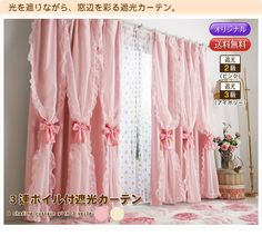 Pink curtains with bows from Romapri.