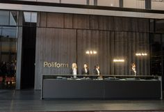 Poliform/Varenna at the Salone Modern Reception Desk, Reception Design, Office Reception, Office Workspace, Home Office Desks, Office Shelf, Office Lobby, Men's Home Offices, Office Necessities